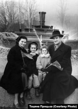 З бацькамі. 1956 год