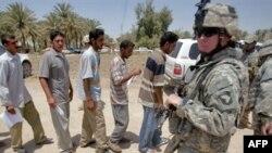 آمریکا بارها ایران را متهم به مسلح کردن شورشیان کرده است.(عکس: AFP)
