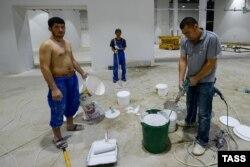 Львиную долю олимпийских объектов в Сочи строили иностранные сезонные рабочие, многие из которых так и не получили денег