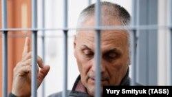 Former Sakhalin Governor Aleksandr Khoroshavin attends a court hearing in Yuzhno-Skhalinsk on February 7.