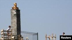 Бюст Иосифу Сталину, установленный в Северной Осетии. Похожий может вскоре появиться в Якутске.