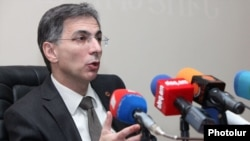 Armenia - Economy Minister Tigran Davtian at a press conference in Yerevan, 23Jul2012.