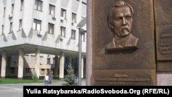 Меморіальна дошка Олександрові Полю у Дніпропетровську