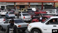 Черга за бензином у Венесуелі