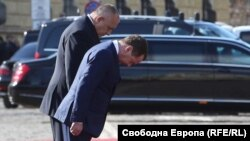 Борисов и Медведев пред Паметника на незнайния войн.