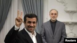 علی اکبر صالحی، وزیر خارجه و محمود احمدی نژاد، رییس جمهوری ایران