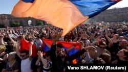 Митинг на площади Республики в Ереване, апрель 2018 года