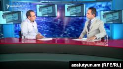 Член Верховного органа АРФ «Дашнакцутюн» Арцвик Минасян (слева) в студии Азатутюн ТВ, Ереван, 20 сентября 2019 г.