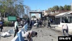 نمایی از محل انفجار در مقابل ورودی مقر ستاد نیروی انتظامی شهرستان چابهار
