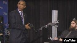 Obama Copeland-lə də salamlaşıb, söhbət edib.