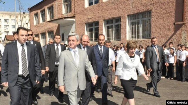 Nagorno-Karabakh -- President of Armenia Serzh Sarkisian visits a renovated school in Stepanakert, 29Aug2010