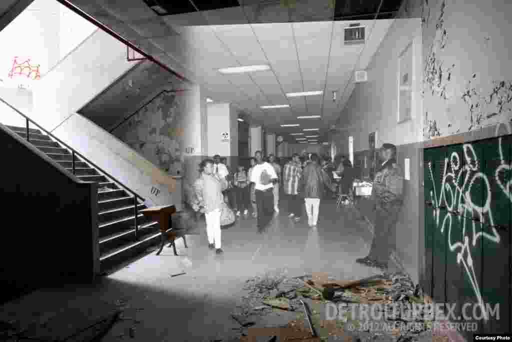 Коридор на втором этаже. Фото: Detroiturbex.com