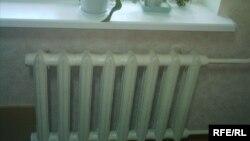 Батареи отопления в квартире. Иллюстративное фото.
