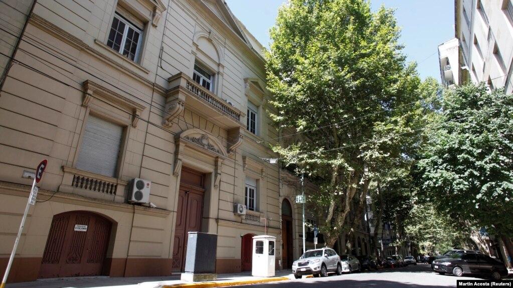 Здание школы при посольстве России в Буэнос-Айресе, где в декабре 2016 года обнаружили чемоданы с почти 400 кг кокаина. Фото: Reuters