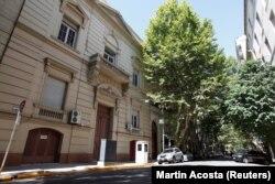 Здание школы при российском посольстве в Буэнос-Айресе, где обнаружили чемоданы с кокаином. Фото: Reuters