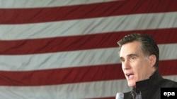 Митт Ромнӣ ҳангоми мулоқот бо интихобкунандагон дар иёлати Мичиган