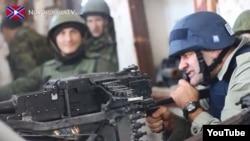 Mikhail Porechenkov pulemyotdan atəş açır, 30 oktyabr, 2014