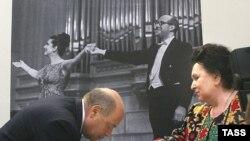 Галина Вишневская и Михаил Швыдкой на пресс-конференции, посвященной продаже коллекции Мстислава Ростроповича