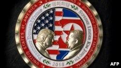 Монета, выпущенная к саммиту в Сингапуре.