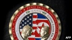 Памятная медаль, выпущенная в преддверии несостоявшегося саммита