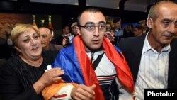 Armenia - Former POW Hakob Injighulian is greeted by his parents on his return to Armenia after yearlong captivity in Azerbaijan, Yerevan, 2Oct2014.