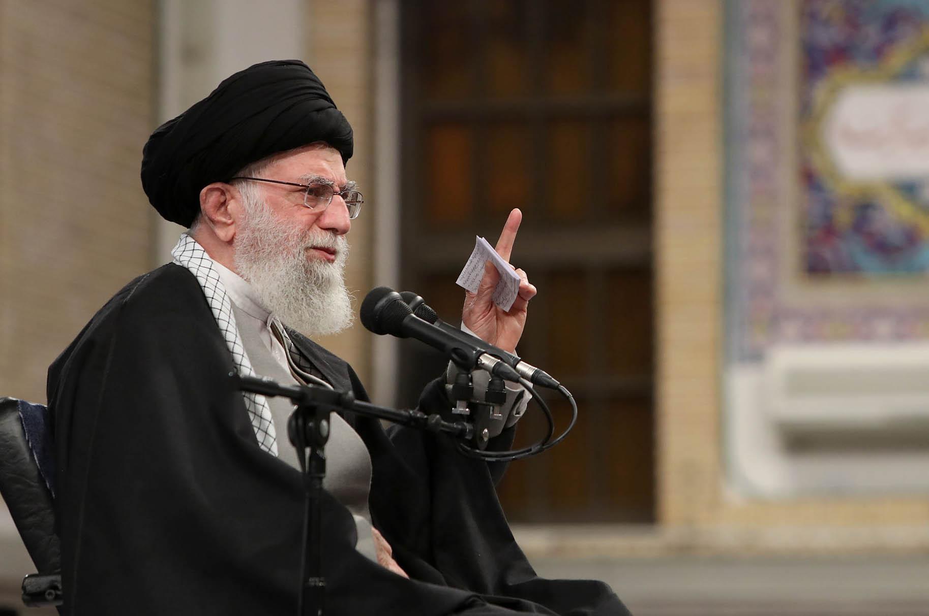 Пасьля рэвалюцыі 1979 году Іран афіцыйна зрабіўся ісламскай рэспублікай. Вярхоўным лідэрам краіны цяпер зьяўляецца Алі Хамэнэі. Які рэлігійны тытул ён мае?