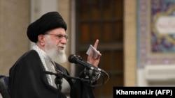 Ali Khamenei vorbind la un miting din Teheran