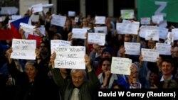 Акції протесту з вимогою до президента Мілоша Земана і лідера партії АНО Андрея Бабіша подати у відставку в Празі, 17 жовтня 2017 року