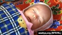Новорожденный казахстанец. Иллюстративное фото.