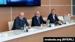 Ігар Чаргінец, Аляксей Якавец і кіраўнік аэрапорту «Жуляны» Аляксандар Несьцярэнка