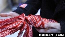 Раздача ленточек в Минске. 6 декабря 2014 года.