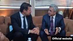 Франция - Встреча президента Армении Сержа Саргсяна с мэром Ниццы Кристианом Эстрози (слева), 5 июня 2015 г.