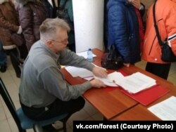 Геннадий Васильев на сборе подписей под законодательной инициативой