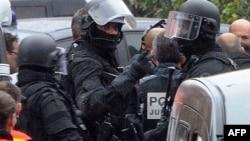 Припадници на француските специјални сили при апсењето на Мохамед Мерах во Тулуз