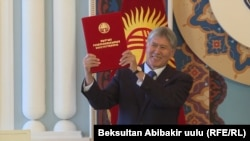 Prezident Almazbek Atambaýew konstitusiýa düzedişlerine gol çekdi.