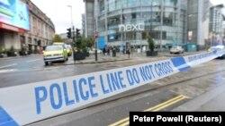 Полицијата денеска го блокираше пристапот до трговскиот центар во центарот на Манчестер каде се случил нападот.