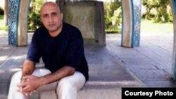 مادر ستار بهشتی میگوید خود و خانوادهاش از سوی ماموران تحت فشار قرار دارند و تهدید شدهاند که با کسی مصاحبه نکنند.