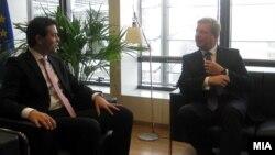 Министерот за надвореши работи Никола Попоски и еврокомесарот за проширување Штефан Филе.