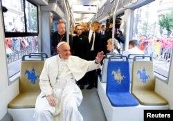 Папа Римський у трамваї у Кракові. 28 липня 2016 року