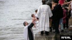 Все, кто решил креститься, стараются пройти обряд именно в этот день
