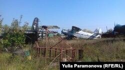 Самолеты на аэродроме Девау