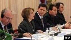 Дијалог ЗНМ - Влада: ќе се донесат ли законски решенија за кои нема да има потреба по година или две да се ревидираат?!