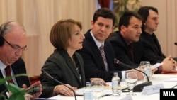 Еден од состаноците Влада-ЗНМ, декември 2011