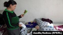 Gülüstan Şaranova və nəvəsi