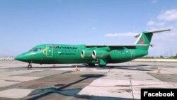 Самолет авиакомпании Armenia Airways в ереванском аэропорту «Звартноц»