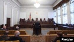 В пятницу, в течение всего лишь 15-минутного заседания Конституционный суд Армении принял решение о том, что договор о вступлении Армении в Евразийский союз не противоречит Конституции