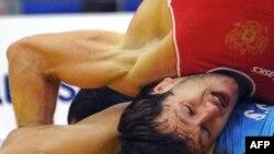 Человеком года в Абхазии двое назвали борца-вольника Дениса Царгуша(в красном), который во второй раз подряд стал чемпионом мира