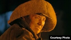 """Нұрлан Әлімжанов """"Елбасы жолы"""" фильмінде Назарбаевтың рөлін сомдаған сәт."""