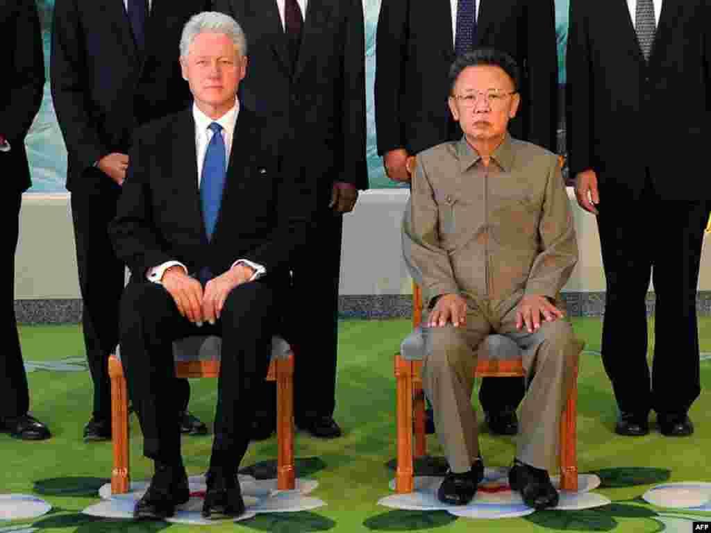 Лидер Северной Кореи Ким Чен Ир помиловал двух американских журналисток вскоре после встречи с экс-президентом США Биллом Клинтоном