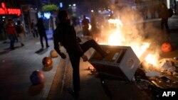В конце декабря в стамбульском районе Кадикой произошли столкновения полиции и демонстрантов, выступивших против коррупции.